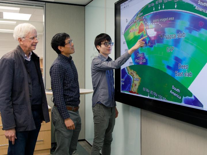 Científicos encargados de la subducción de Nazca. De izquierda a derecha: John Suppe, Jonny Wu y Yi-Wei Chen.   Universidad de Houston.