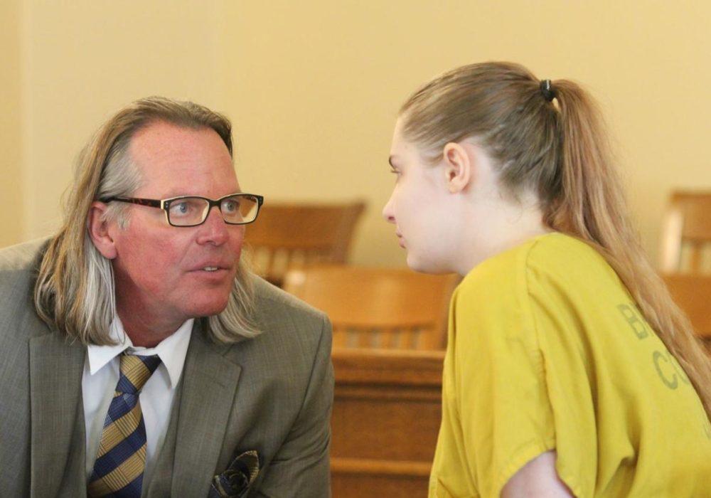 Cheyenne y su abogado / The Courier