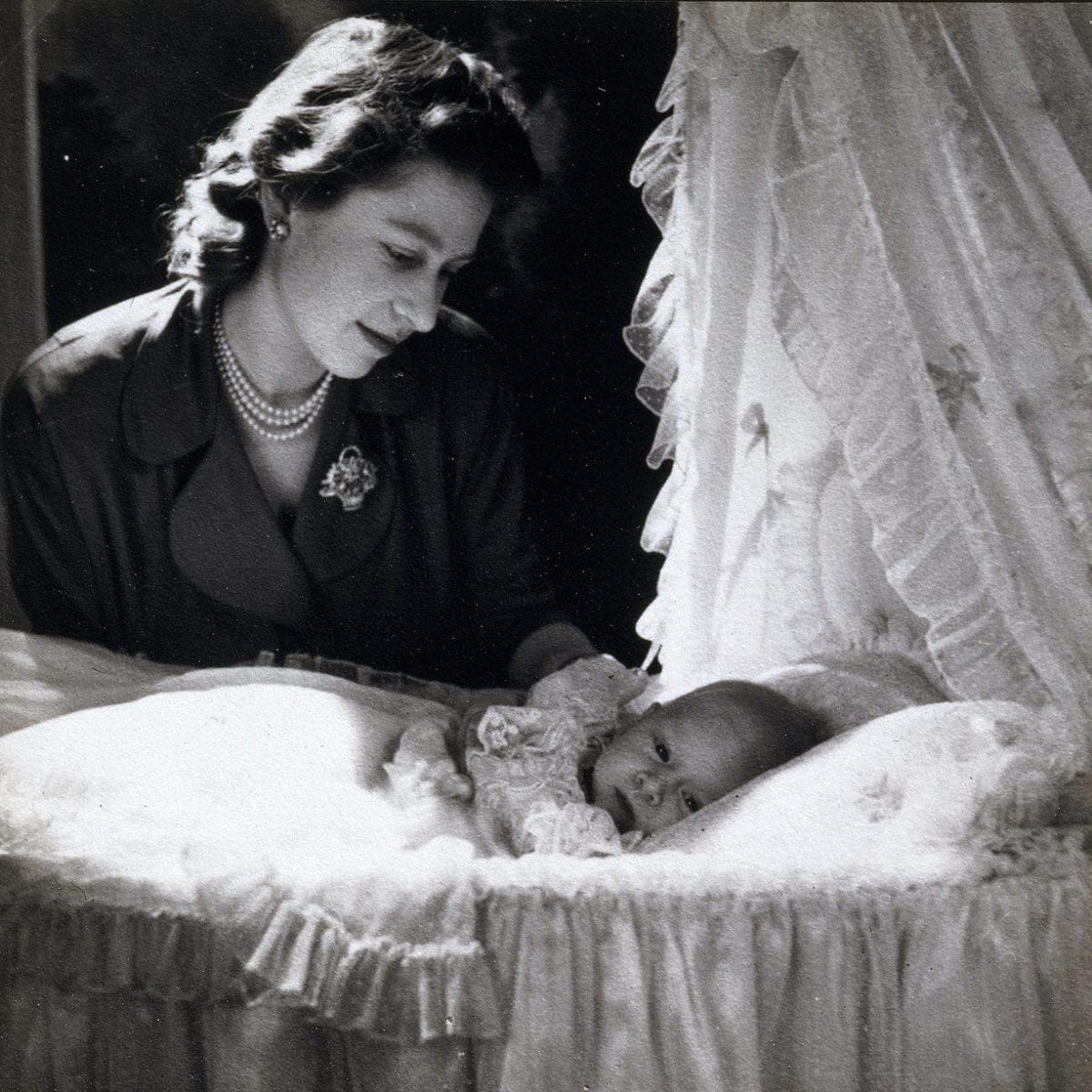 Reina Isabel y el príncipe Carlos