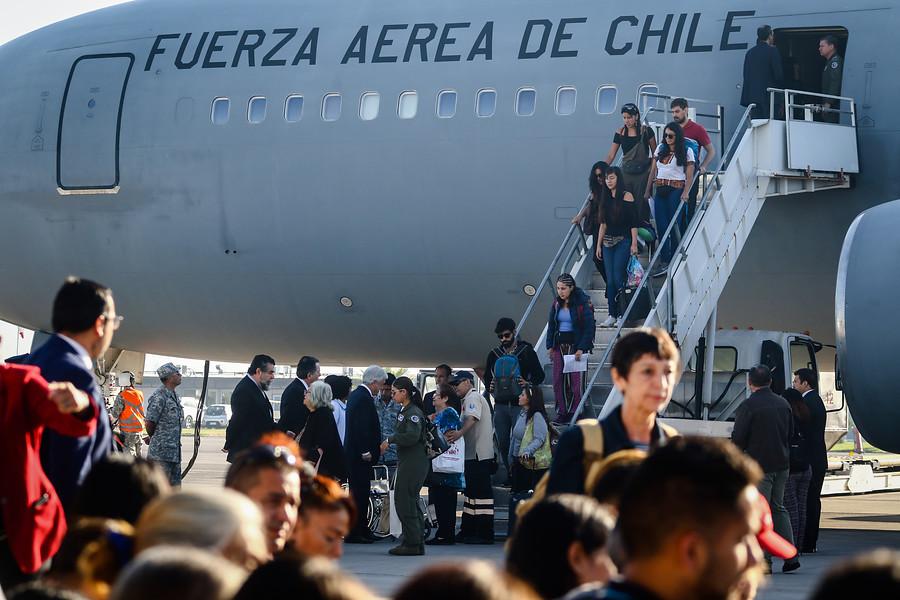 Presidente Piñera recibiendo a chilenos desde Venezuela en noviembre de 2018 | Agencia UNO