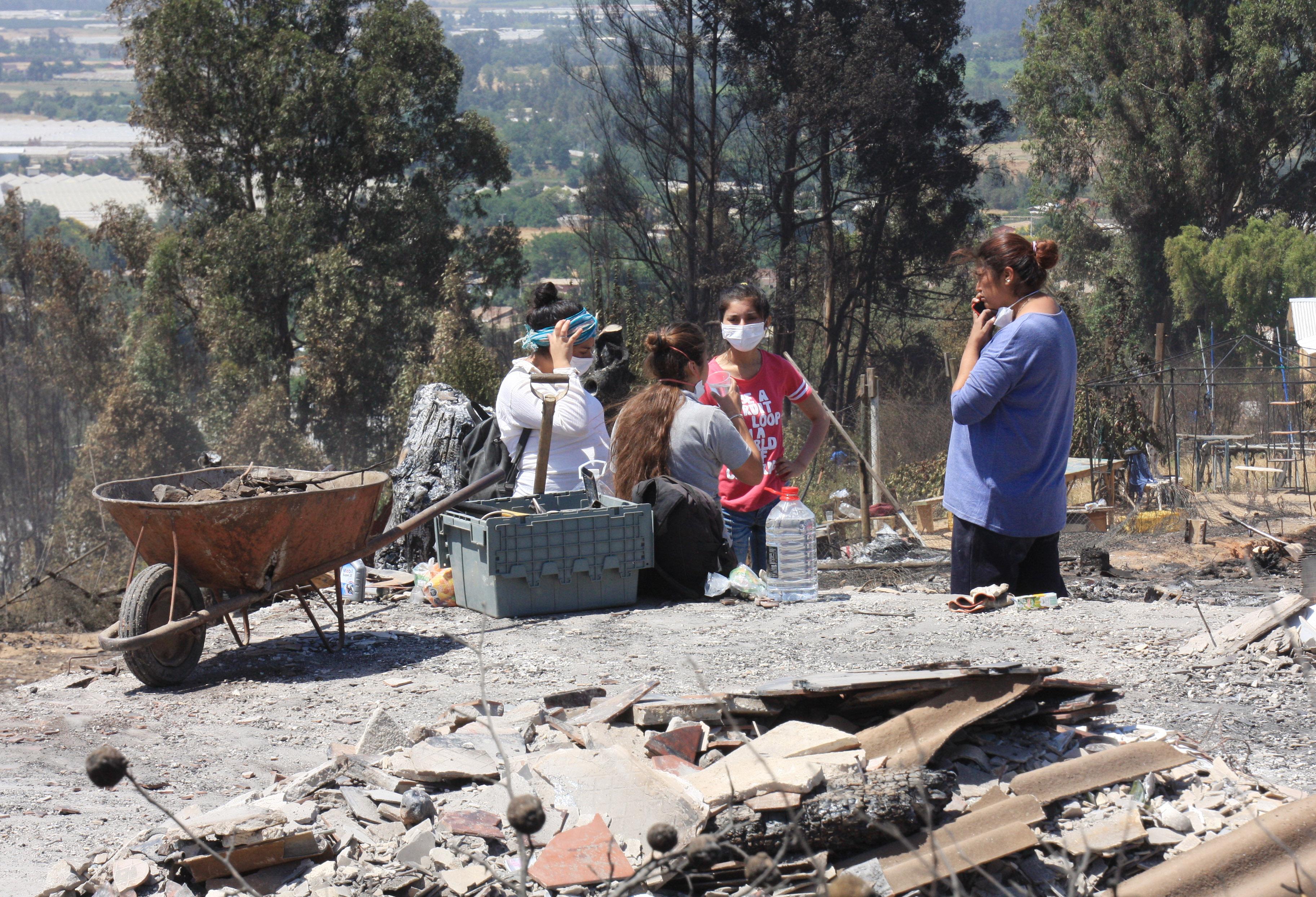 Pobladores realizan labores de limpieza, para comenzar a reconstrucción de sus viviendas | Santiago Morales | AgenciaUNO