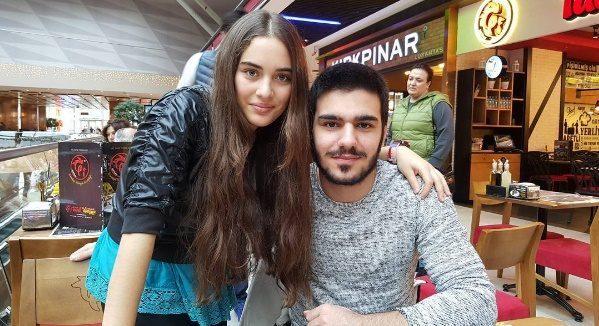 Cagla Simsek y Gokhan Sahin