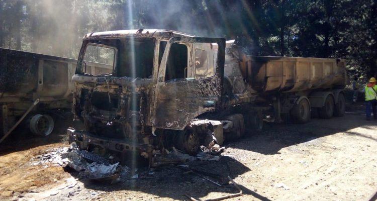 Cabina de camión forestal resulta destruida tras ataque incendiario al sur de Contulmo