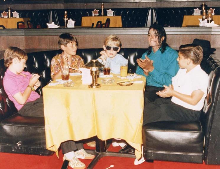 Michael Jackson y Macaulay Culkin en 1991 | Infobae