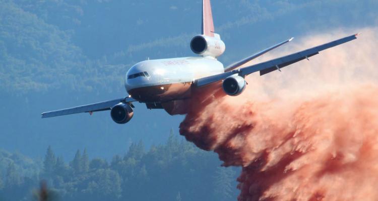 Trabajo del Ten Tanker en Incendio de California en 2013 | Wikipedia CC