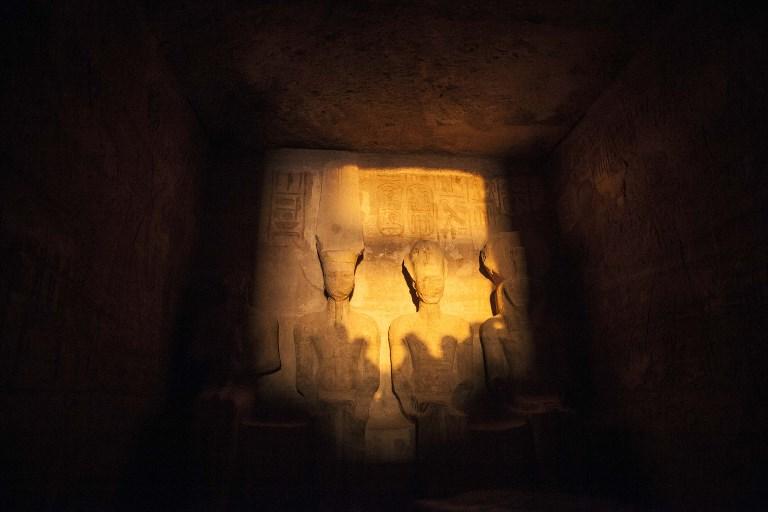 ARCHIVO: Ramsés II iluminado por el sol el 22 de febrero de 2014 | Mahmoud Khaled | AFP