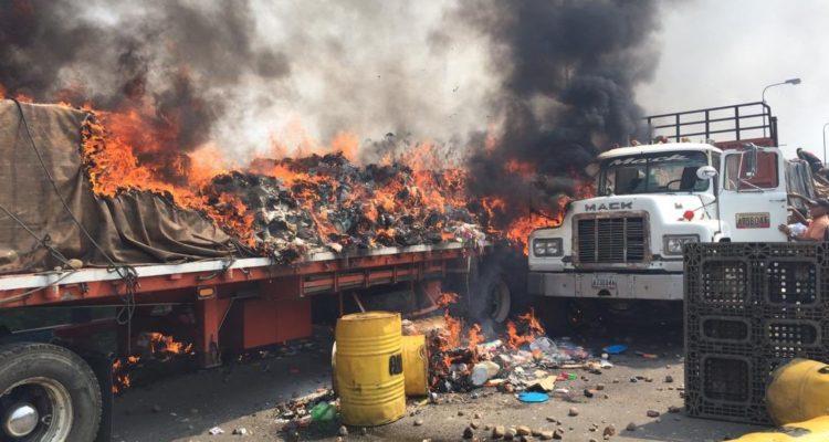 Resultado de imagen para imagenes venezuela camiones incendiados