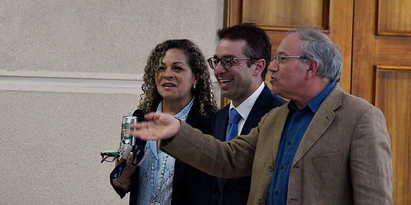 Tomás Hirsch y Gabriel Silber conversando en los pasillos del Congreso   Agencia UNO