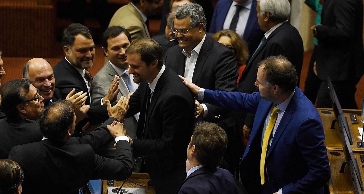 Jaime Bellolio fue felicitado tras imponerse en primera instancia | AgenciaUNO