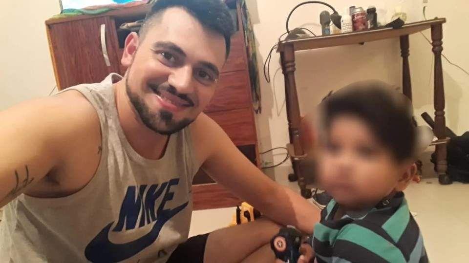 Matías Devicenzi junto a su hijo Santino