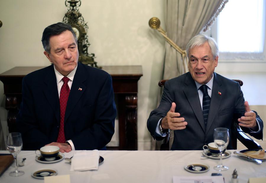 Piñera junto a Ampuero en La Moneda