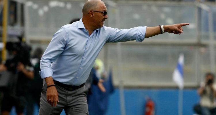 Alfredo Arias alzó la voz: DT de la U no convocó a tres jugadores que fueron titulares ante la UC