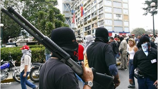 Maduro hace llamado a militares para derrotar a golpistas
