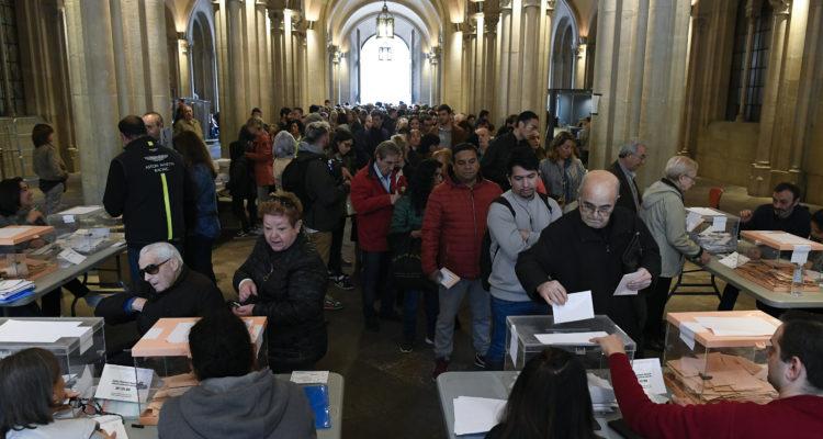 Votantes en la Universidad de Barcelona | Agence France-Presse
