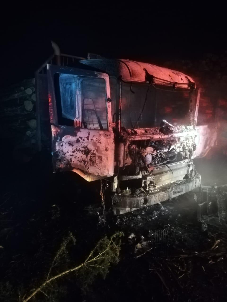 ataque-incendiario-deja-al-menos-siete-maquinas-y-camiones-quemados-en-los-alamos