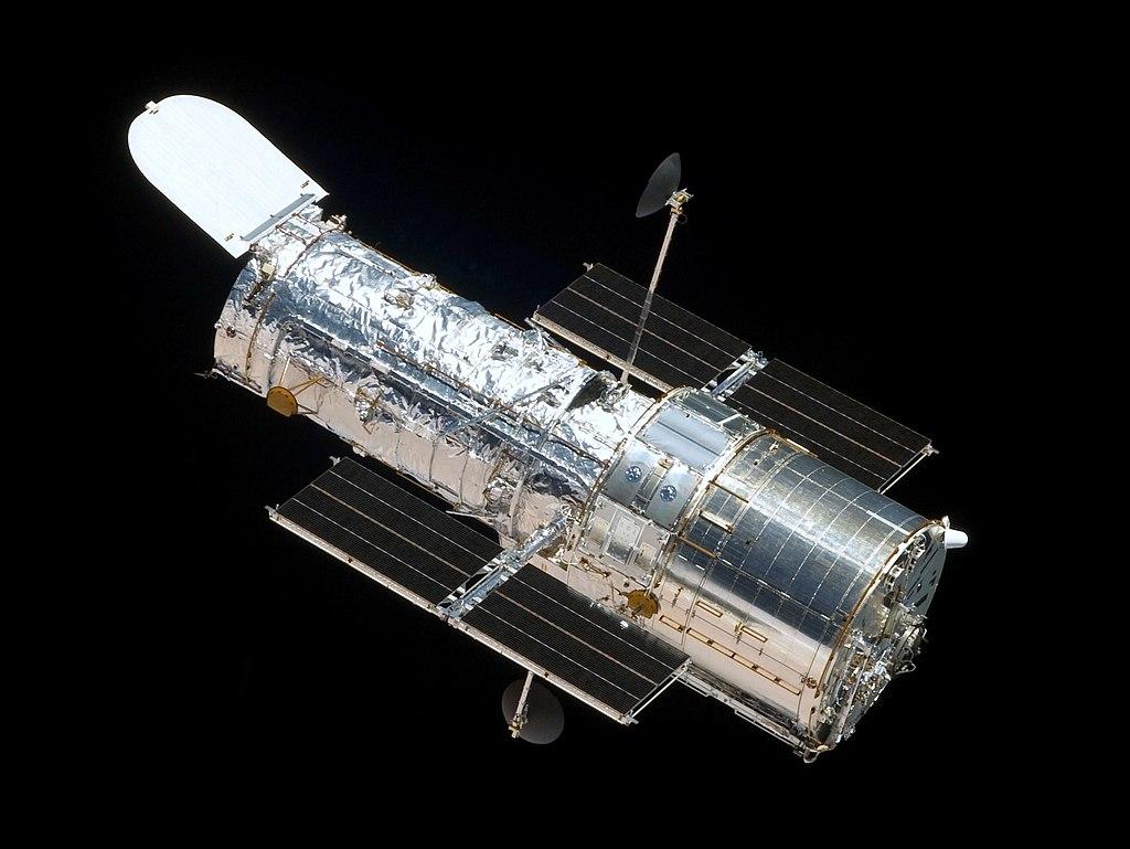 El telescopio espacial Hubble visto desde el transbordador espacial Atlantis (CC) Wikimedia Commons