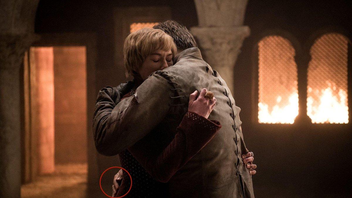 Foto viral de Game of Thrones 8x04 en que Jaime tiene sus dos manos