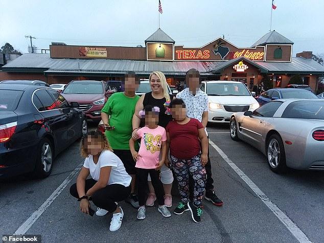Jessica Stevenson y sus hijos | Facebook