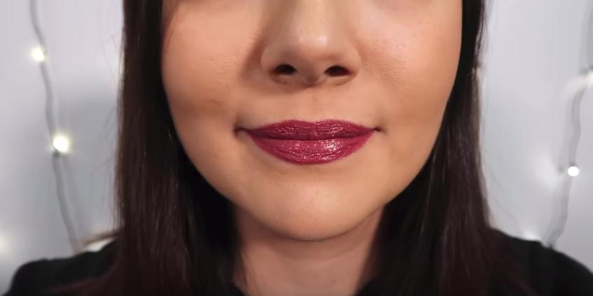 El labial recién aplicado | Safiya Nygaard