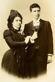 Marcela y ELisa vestida de hombre