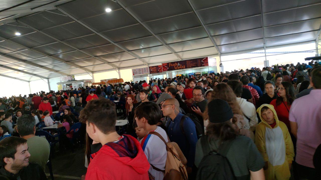 �rea de comidas durante el sábado en la Comic Con | Camilo Suazo | BBCL