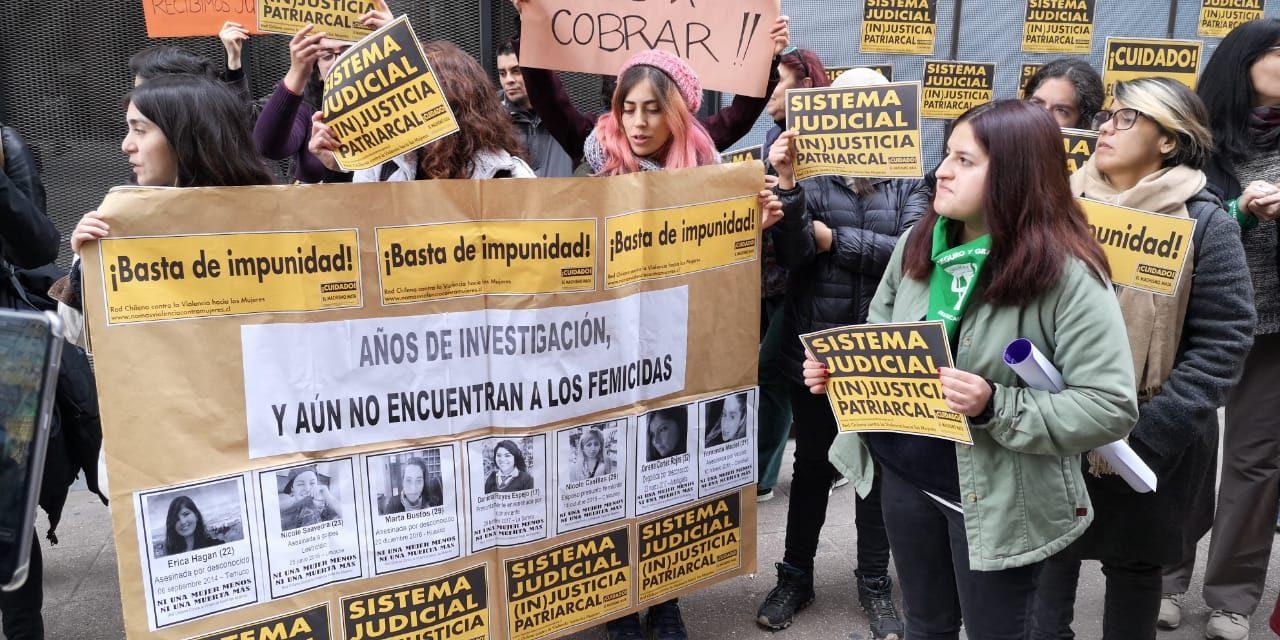 Manifestación en Santiago afuera de la Fiscalía Nacional