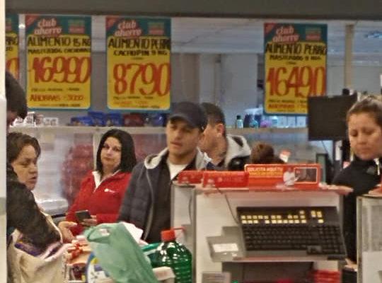 Alexis Sánchez sorprendió a sus fanáticos comprando en un supermercado de Tocopilla