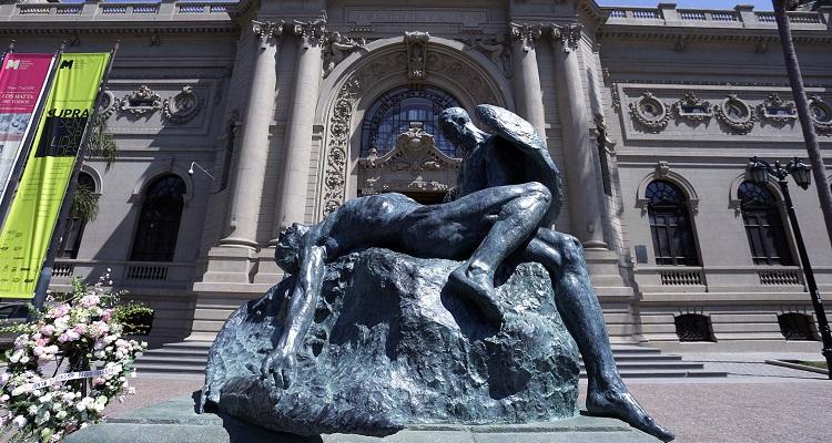 Unidos en la gloria y en la muerte, escultura de Rebeca Matte frente al museo Nacional de Bellas Artes, cultura.gob.cl (c)