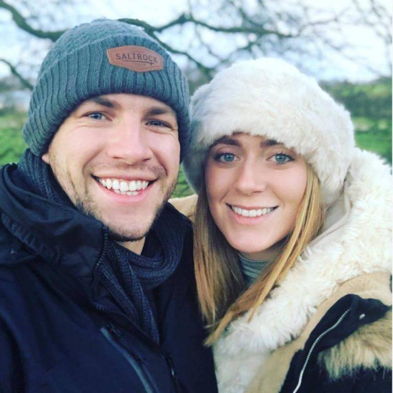 Joe Watts junto a su pareja | Tilly Powell | Facebook