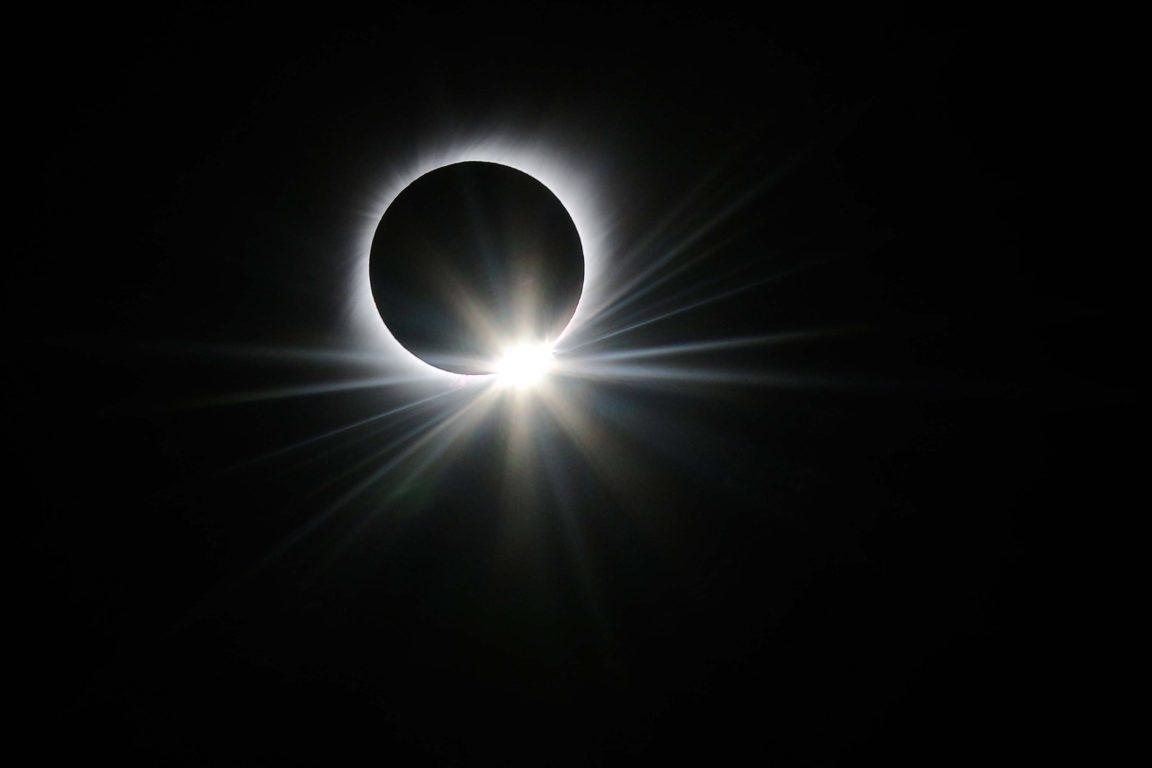 Eclipse en el poblado de Cachiyuyo, región de Atacama. Hans Scott | Agencia UNO