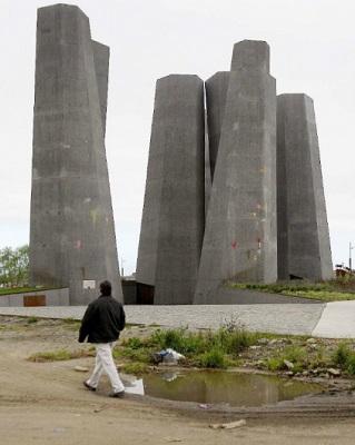 Monumento 27F, plataformaurbana.cl (c)