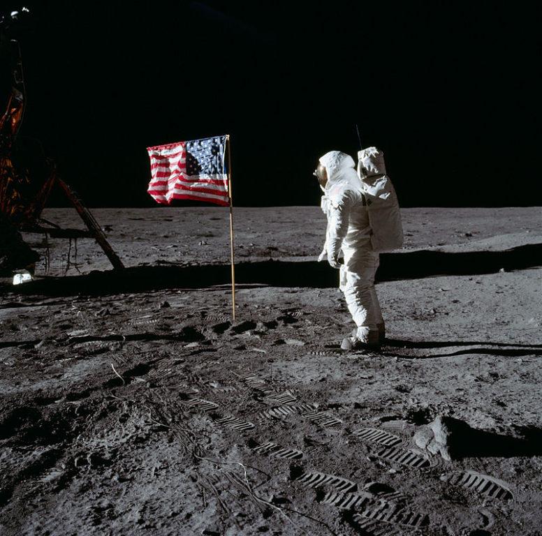 Buzz Aldrin saluda la bandera en la Luna en 1969 | NASA