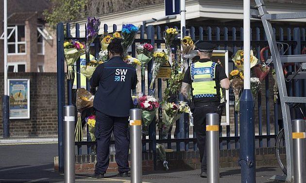 Muestras de apoyo en la estación | Daily Mail