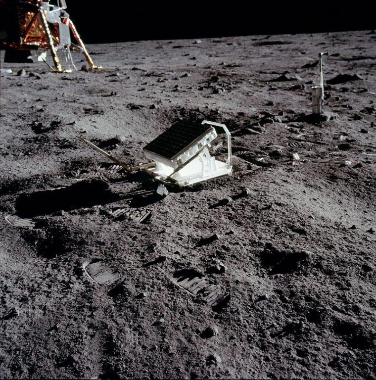Fotografía del retrorreflector láser instalado en la Luna por el Apolo 11 | NASA