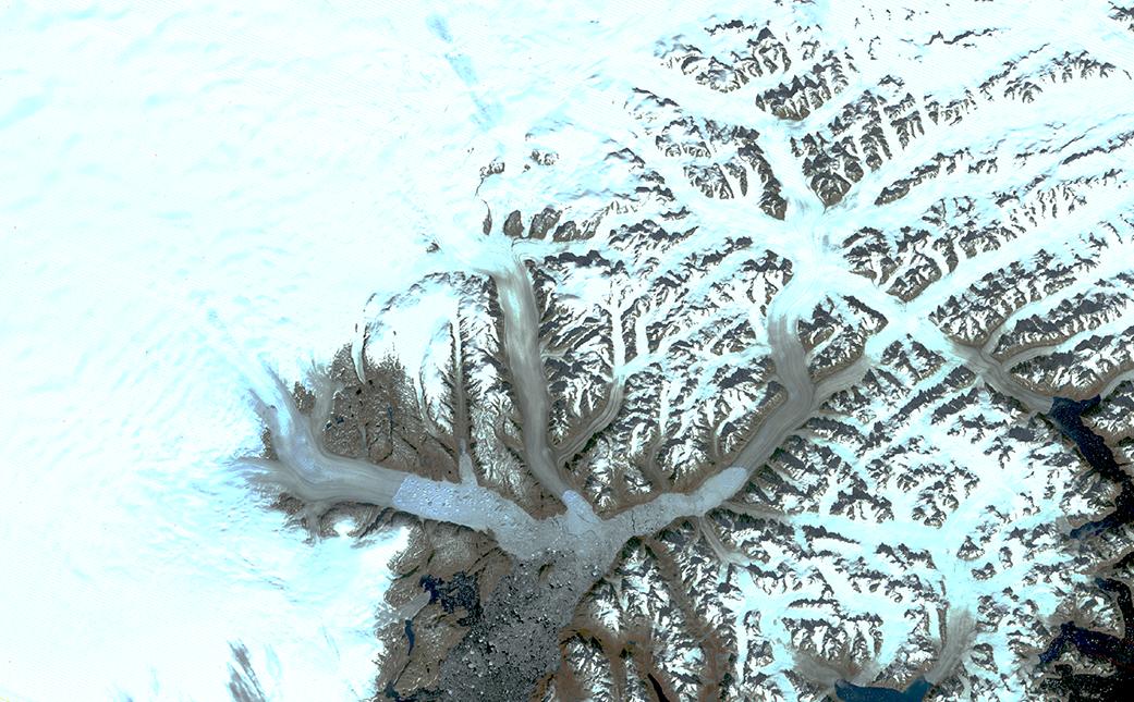 Los glaciares en el sureste de Groenlandia, incluidos, desde la izquierda, Helheim, Fenris y Midgard. Imagen tomada en septiembre de 1972 | NASA