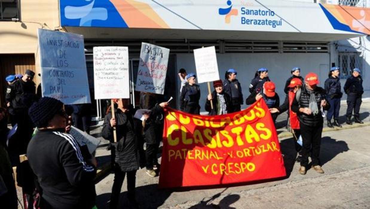 Protestas contra el sanatorio | Clarín