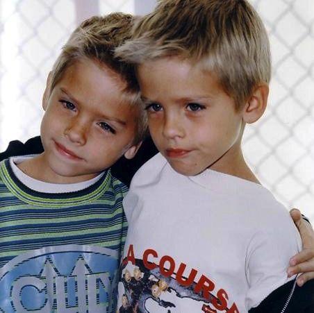 Dylan y Cole durante su primera infancia