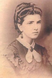 Carmela Carvajal Briones, su esposa (CC) Wikimedia Commons