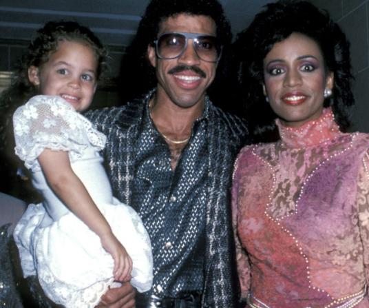 Nicole, Lionel y Brenda
