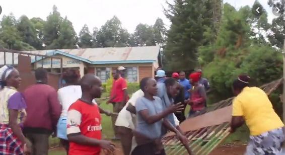 Protesta fuera de la escuela | Kenyan outlet Daily Nation