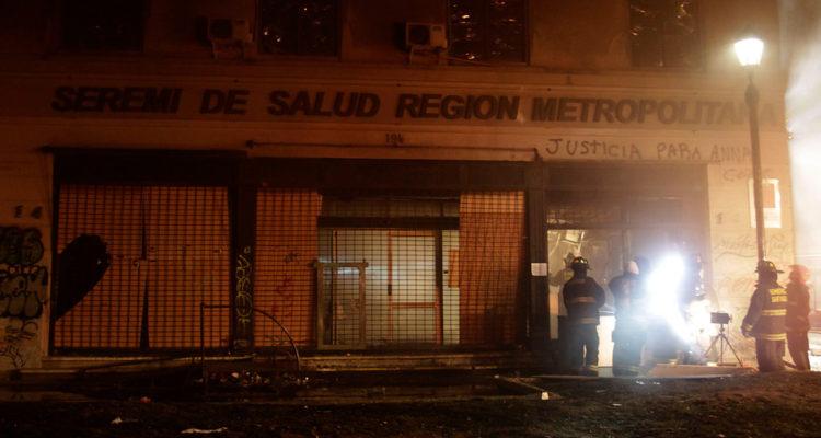 Incendio en edificio Seremi de Salud Region Metropolitana | Mauricio Mendez | Agencia Uno