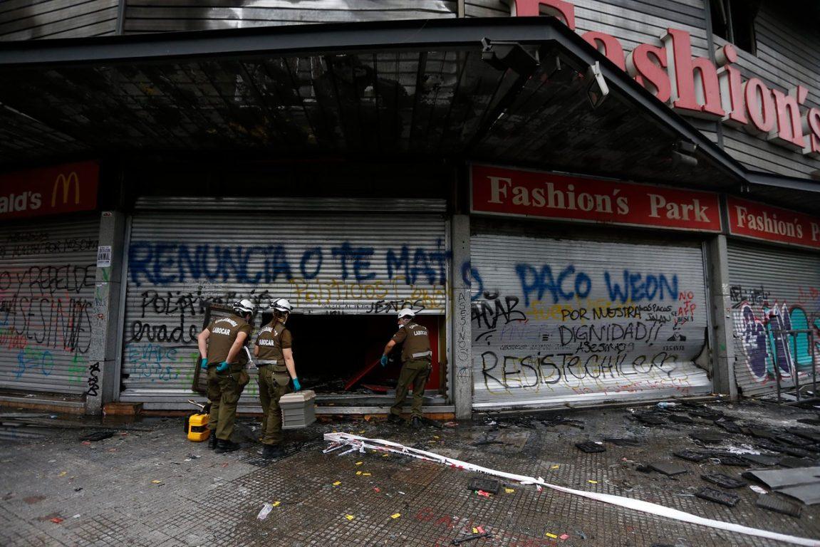 Labocar haciendo peritajes en incendio de Santiago Centro | AgenciaUNO