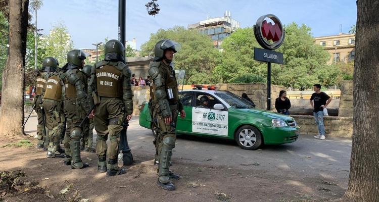 Incidentes entre Carabineros y estudiantes por llamada a evasión masiva en Providencia