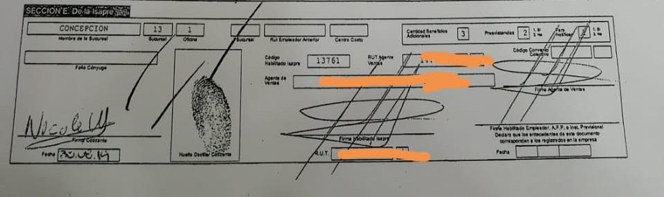 Firma y huellas falsas, según denuncia.