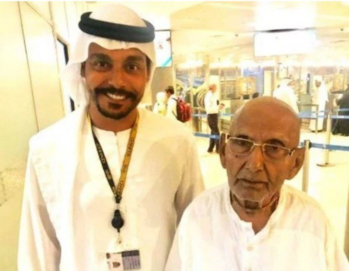 Swami Sivananda en el aeropuerto de Abu Dabi | Twitter