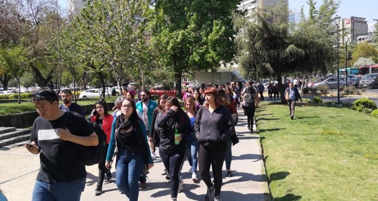 Capitalinos caminando en Providencia