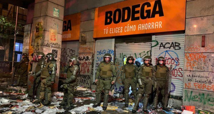 Tienda de ropa afectada por incendio en Alameda con San Isidro | Felipe Cornejo (RBB)