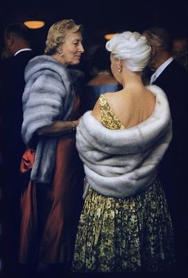 "©Robert Doisneau, ""Fourrures party"", 1960."