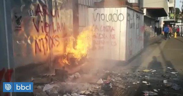 Incidentes tras marcha en Puerto Montt: instalan barricada en la puerta de Catedral - BioBioChile