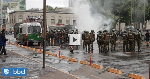 Nuevos incidentes en plaza de la Independencia de Concepción: manifestante fue herida por piedrazo - BioBioChile
